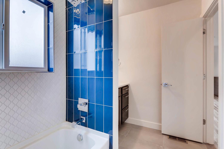 3127 Saint Paul st Denver CO-large-020-16-Master Bathroom-1500x1000-72dpi