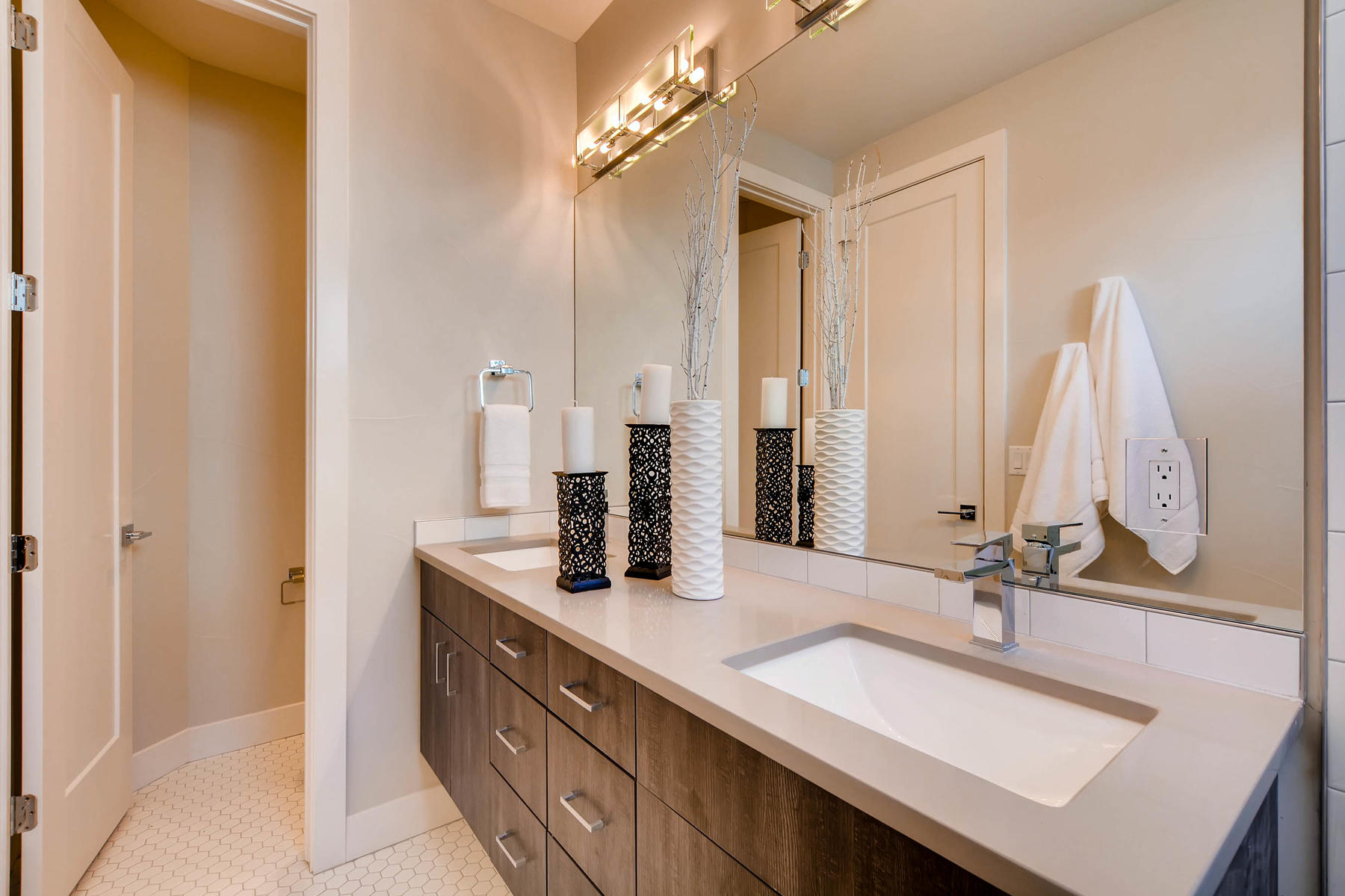 4605 Shoshone St Denver CO-MLS_Size-016-6-2nd Floor Master Bathroom-1800x1200-72dpi