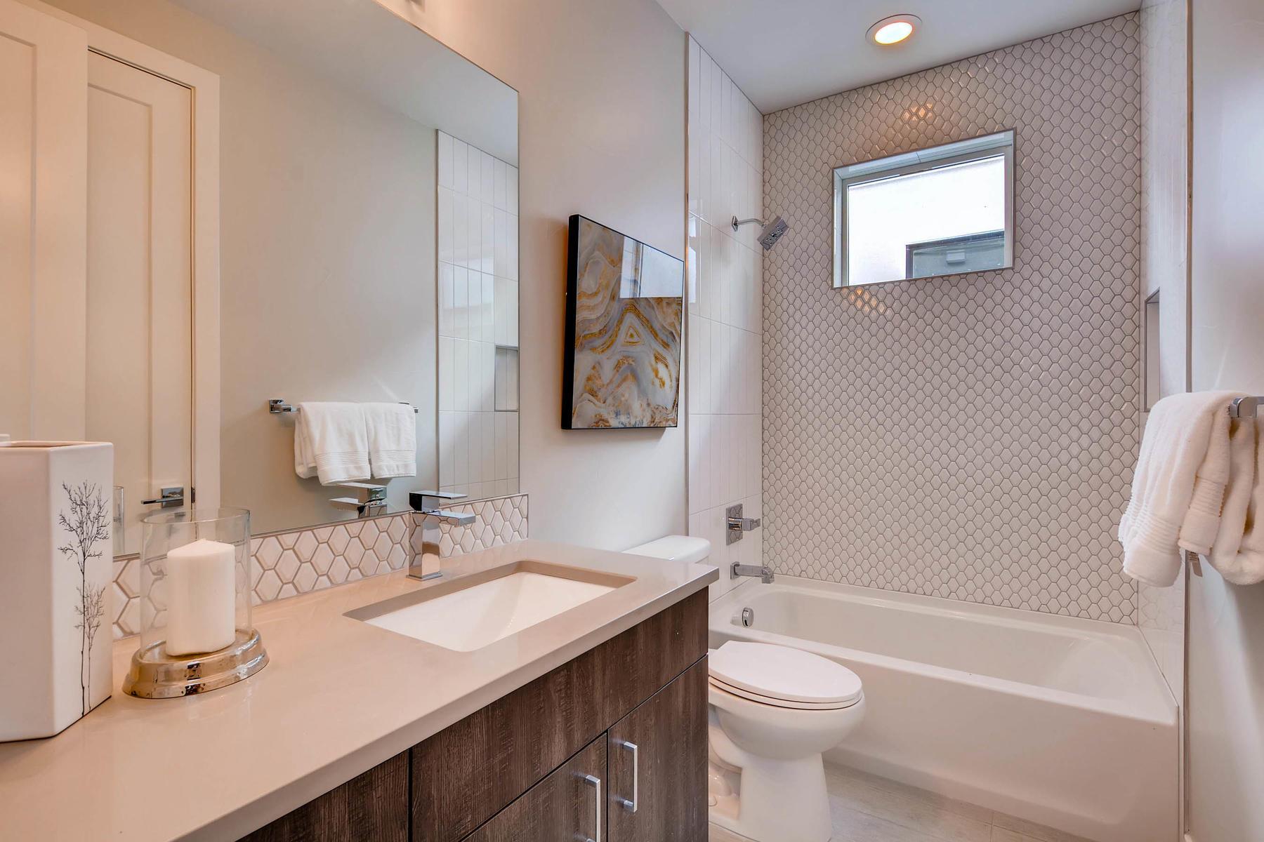 4605 Shoshone St Denver CO-MLS_Size-021-8-2nd Floor Bathroom-1800x1200-72dpi