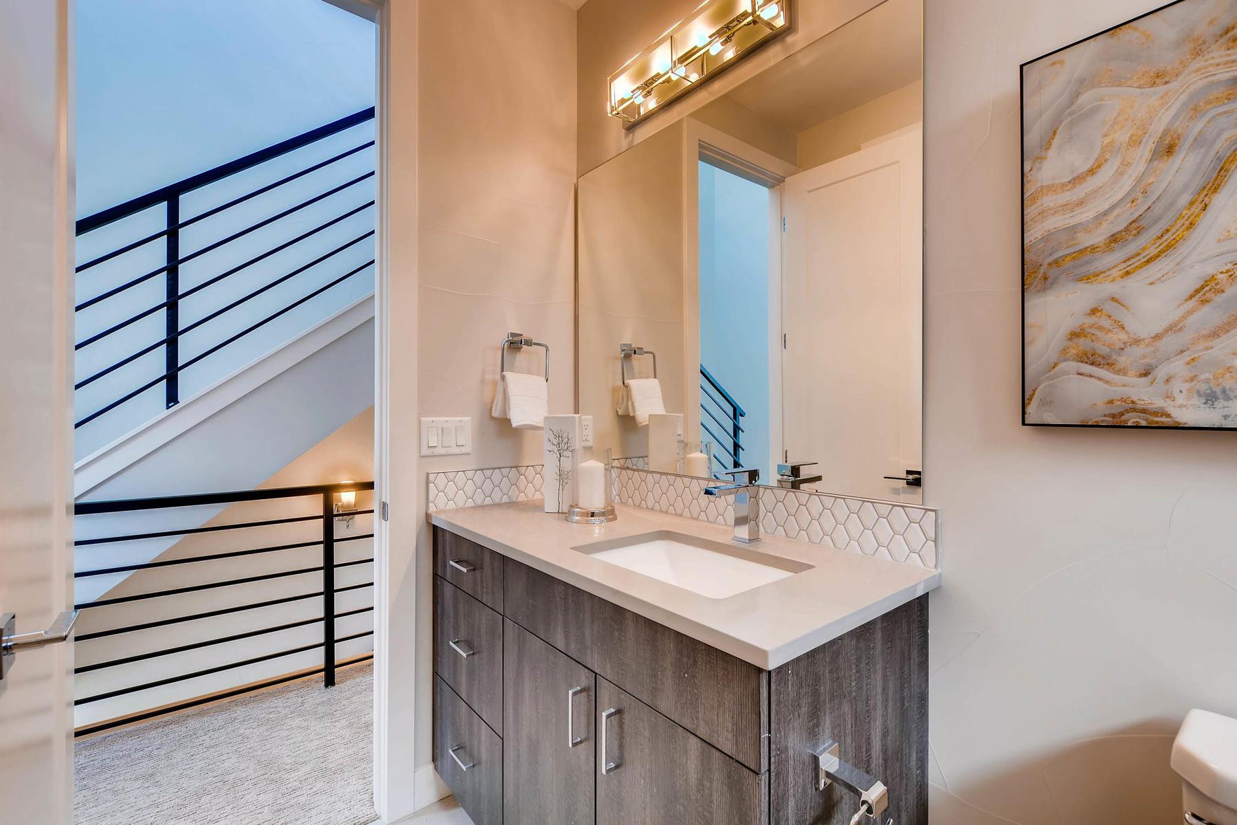4605 Shoshone St Denver CO-MLS_Size-022-23-2nd Floor Bathroom-1800x1200-72dpi
