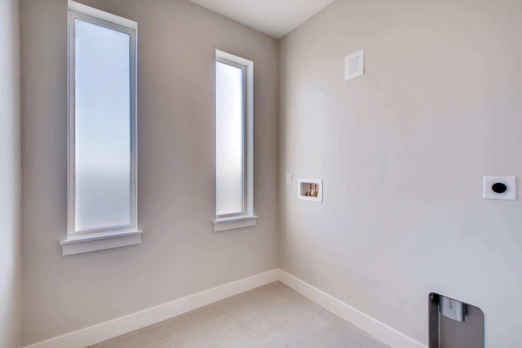 4605 Shoshone St Denver CO-MLS_Size-025-13-2nd Floor Laundry Room-1800x1200-72dpi