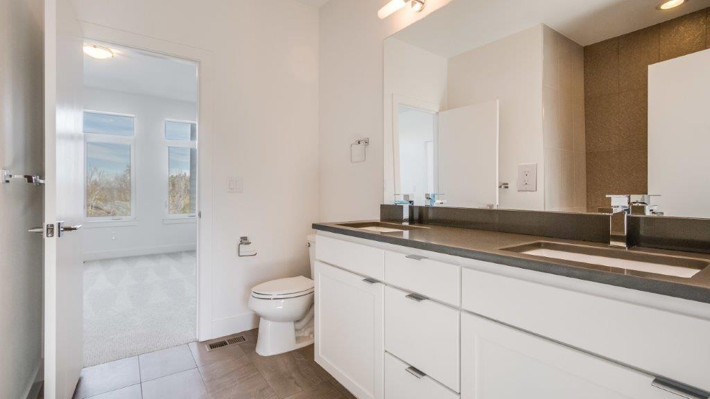 25-Jakc and JIll Bathroom