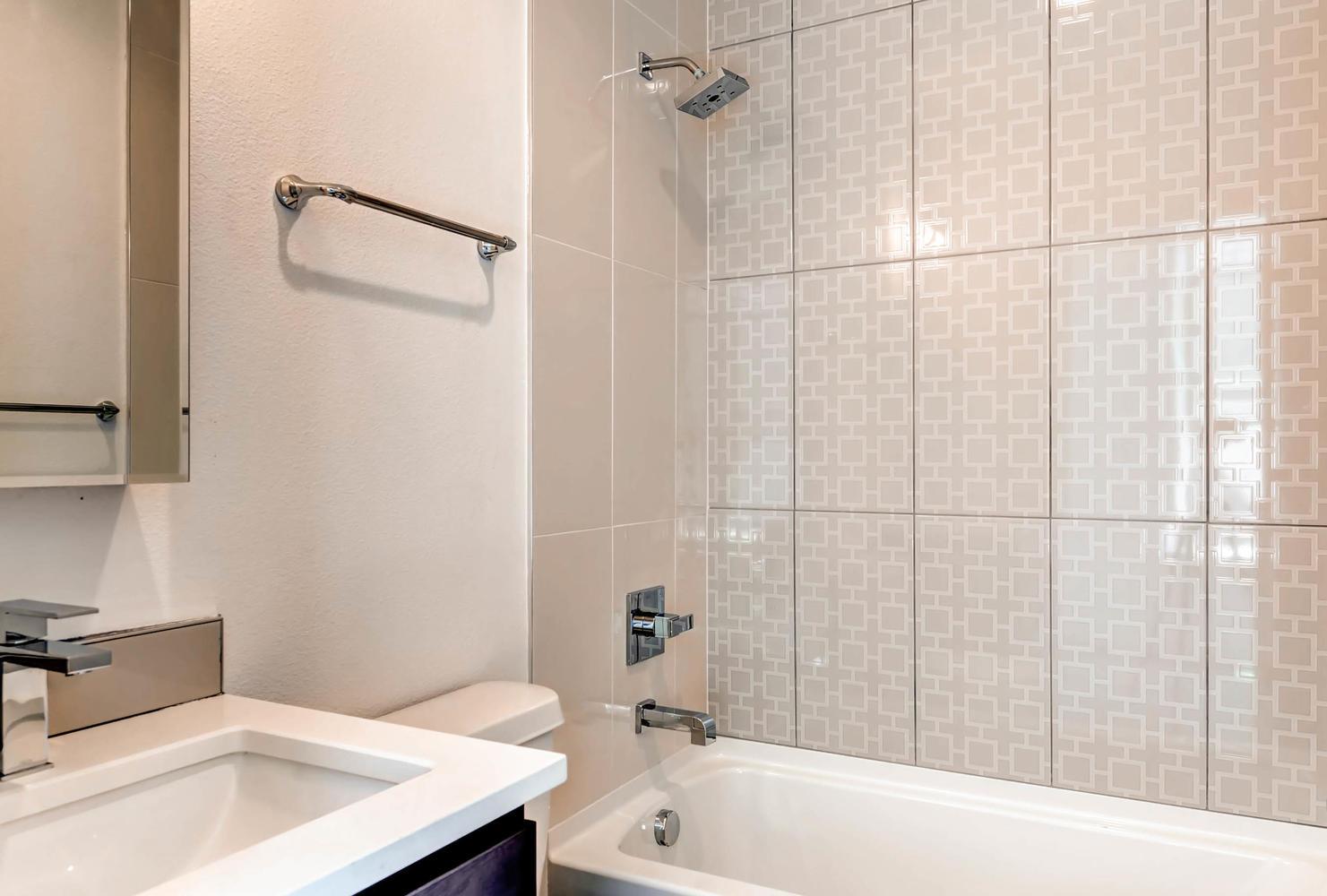 3102 Vallejo St Denver CO-large-026-14-Bathroom-1482x1000-72dpi